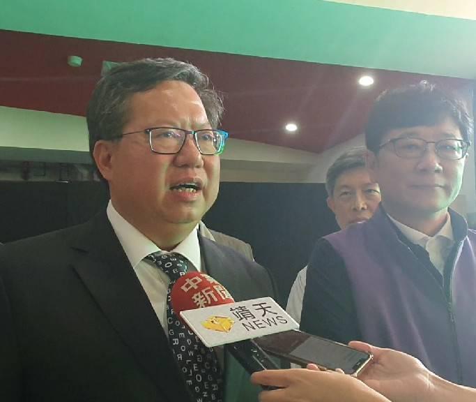 桃园市长郑文灿以「大学长灿哥」的身分向乡亲承诺,将增加更多新场馆设施,并支持母校...