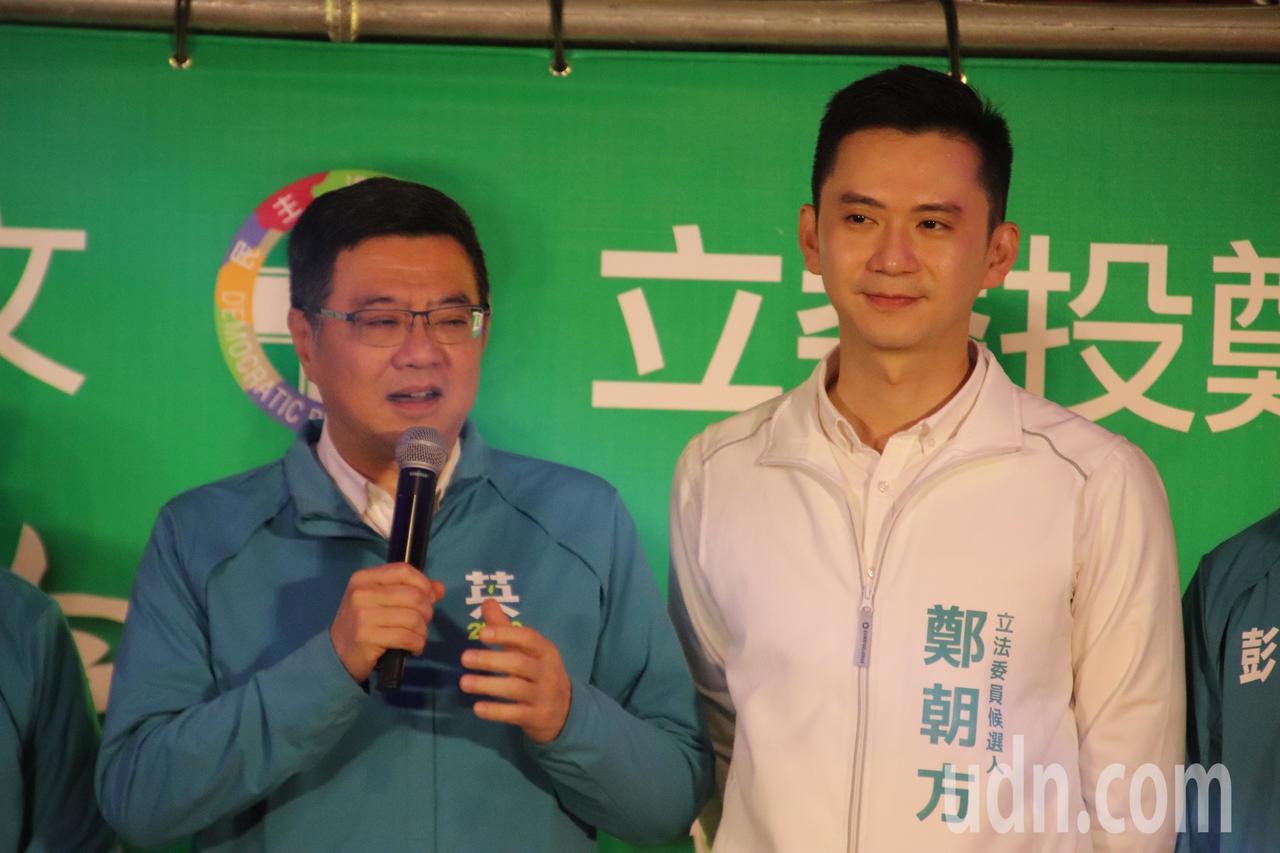 民进党主席卓荣泰(左)今天上午出席新竹县第2选区立委候选人郑朝方(右)举办的护国...
