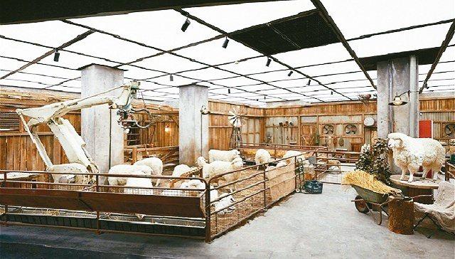 位在北京SKP一层的未来农场的「羊群」。 (界面时尚)