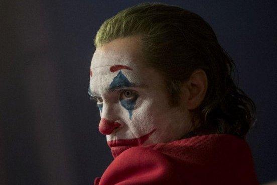 《小丑》如何停止自厌并爱上自己畸体