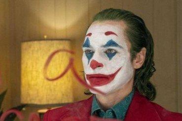 《小丑》是我想太多,还是这世界越来越疯狂?
