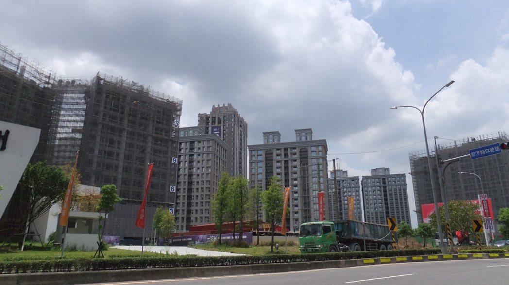 房仲全聯會榮譽理事長李同榮分析指出,台灣房市明年Q4房市可落底。記者游智文/攝影