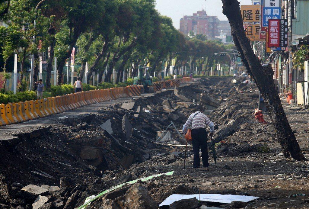 高雄氣爆災後第四天,主要受損道路已完成大型廢棄物清理工作,但對當地居民來說,重建家園是條漫漫長路,真正的考驗才正要開始。記者王騰毅/攝影