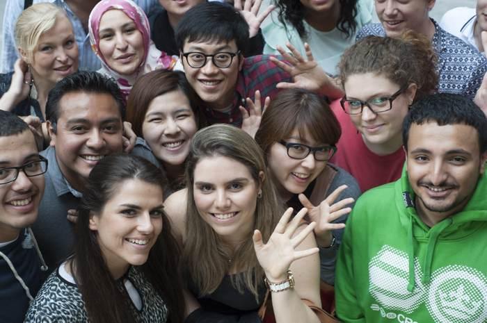 與國際學生一起研習英語
