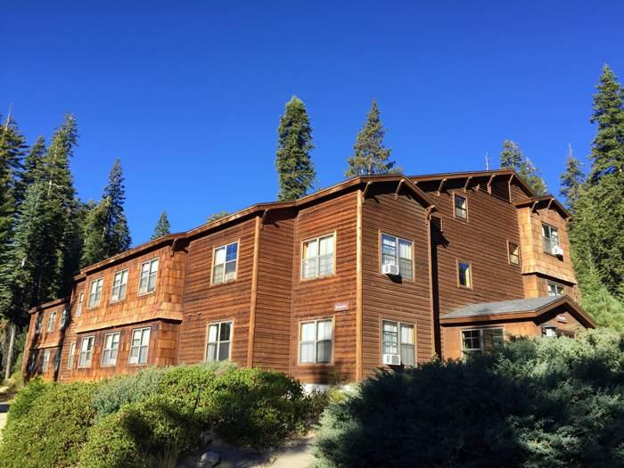 入住巨杉國家公園旅館