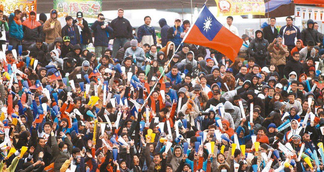 明年世界棒球經典賽分組預賽如果能在台灣舉辦,國內熱情球迷加油,中華隊好手也能打出...