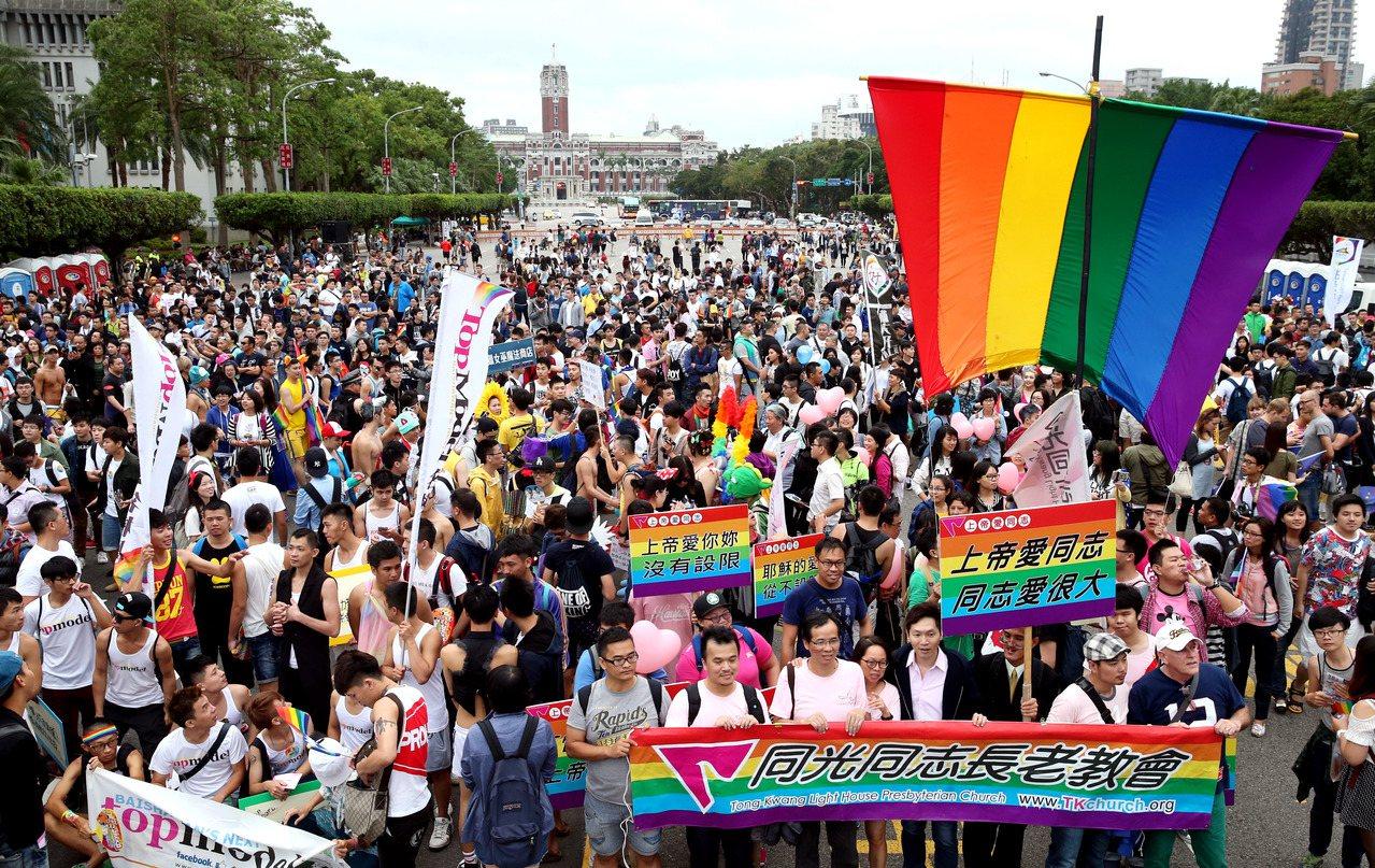 圖為去年10月底在台北市舉辦的台灣同志大遊行。 聯合報資料照片