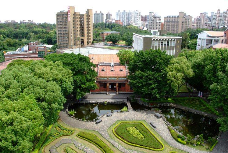 大學指考今天放榜,真理大學遭點名缺額161人,校方回應,該校指考開缺1145人,...