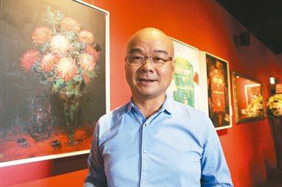 陳凱森,7年前正式拜師學畫,今年舉辦個人畫展「花現.現花」。 記者連珮宇/攝影