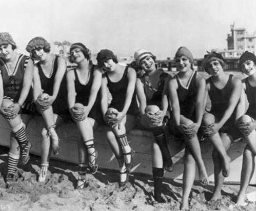 1910年代的女性泳衣,款式看似保守,其實已是引領風尚。圖/Speedo提供