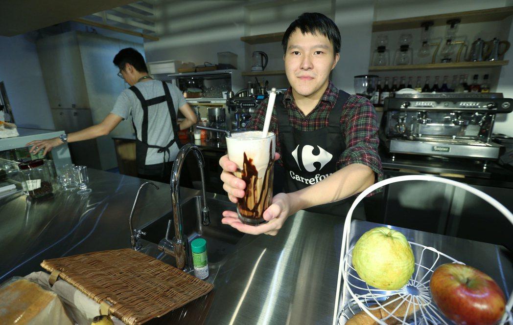 家樂福基金會開啟續食計畫,在台北市萬華南機場社區創辦全台首間續食餐廳「書屋花甲」...