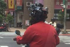安全帽裝21個行車紀錄器 網友:佛祖出巡?