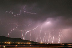 出現「史上最長閃電」 警告氣候劇變