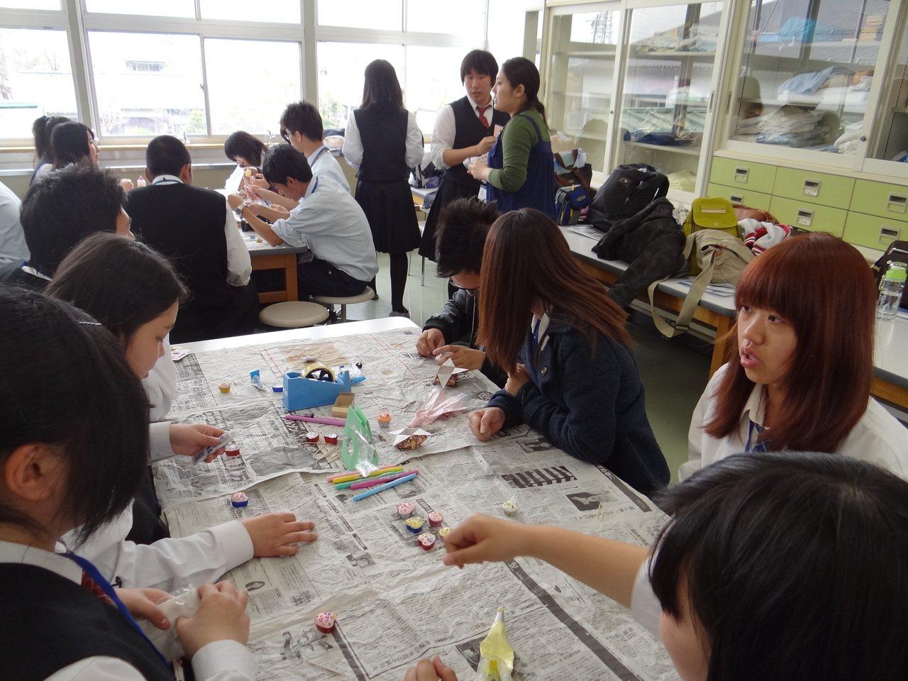 國內每學期近3萬名高中生選修日語,且很多高中寒暑假帶學生赴日交流,圖為高雄市小港...