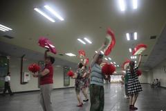 中國大媽愛跳廣場舞 撐起數千億元市場
