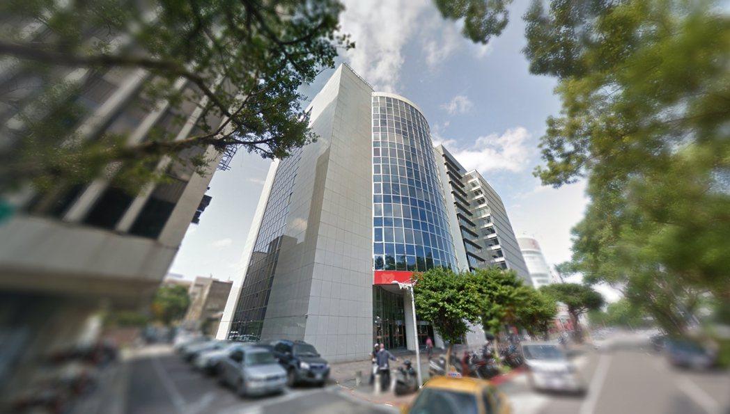 位於敦北南京精華商圈黃金地段的蘇黎世大樓標售案今天暫停標售,負責標售作業的外商房...