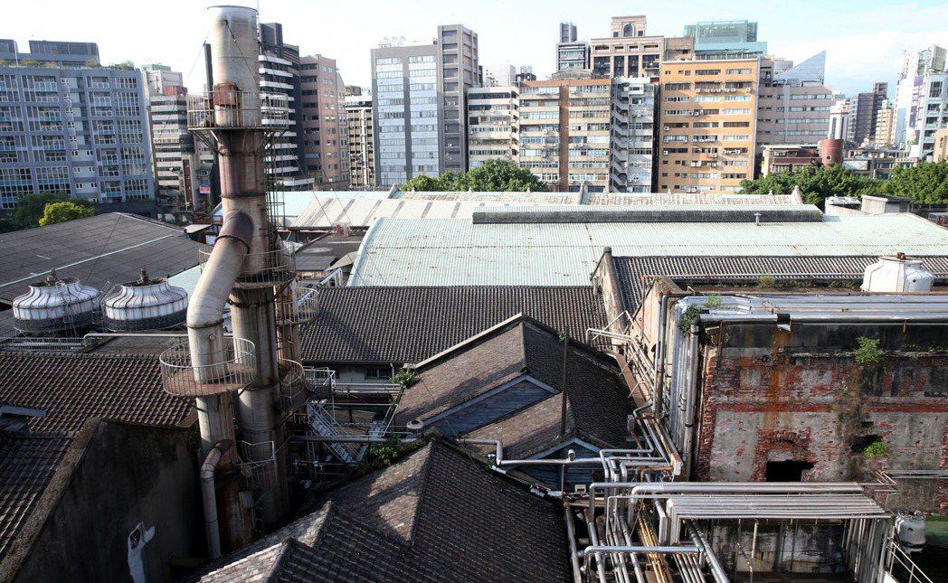 建國啤酒廠 ,未來一年 將完成都市計畫變更,保留古蹟、歷史建物,並闢建啤酒文化專...