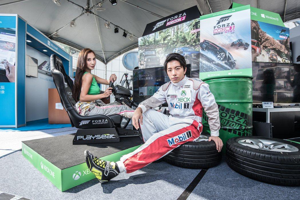 謝坤達、安小蕎專業賽車手裝扮亮相。圖/台灣微軟提供