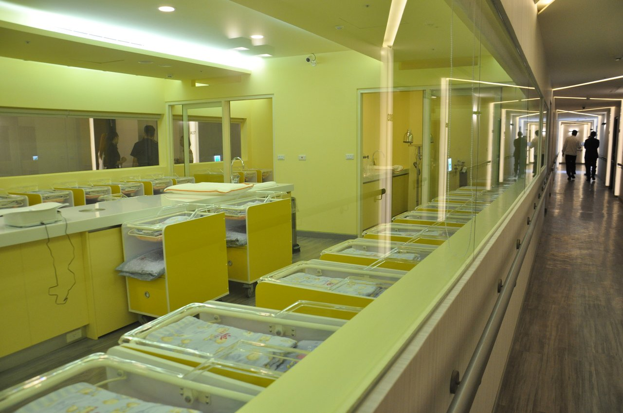 兆品酒店投資的蓁愛產後護理之家走飯店時尚風,嬰兒室採透明玻璃方便媽咪看寶寶。記者...