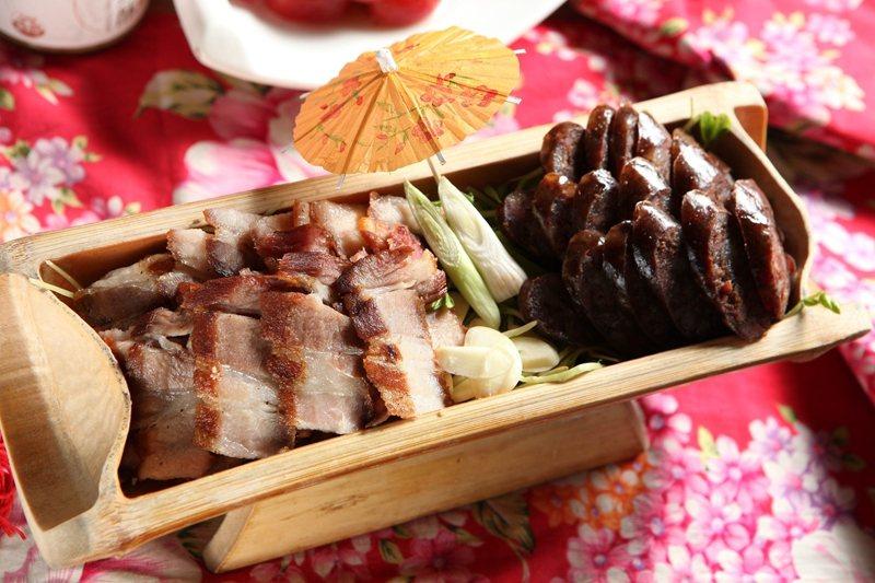 客家雙拼裡有店家自製的鹹豬肉和香腸。