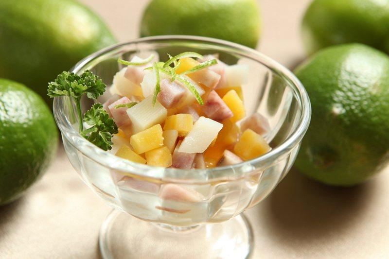 用地瓜、芋頭、馬鈴薯製作的香檸三薯沙拉。