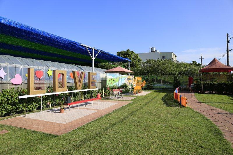 乾泰豐餐廳以田園景色為背景。
