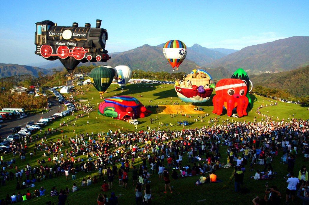 台東縣近年來積極發展觀光與國際接軌,聞名國內外的熱氣球嘉年華每年吸引世界各國飛行...