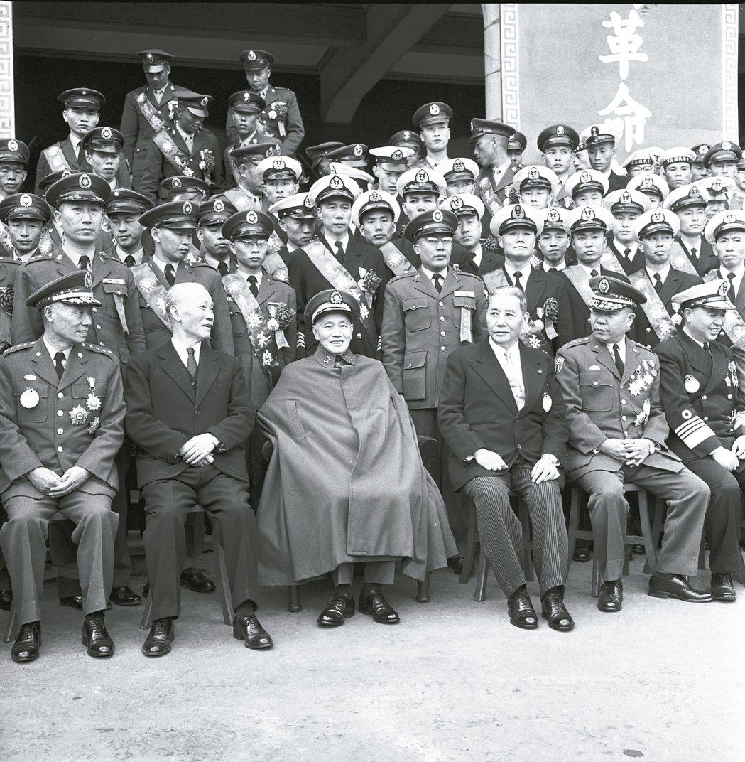 國民大會在中華民國憲政史上,被認為是個貪婪機構,前有對蔣中正總統延任案趁機索價,...