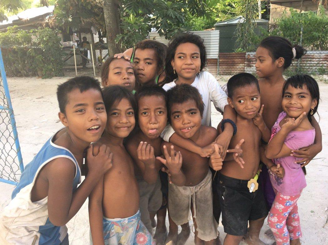 吉里巴斯人個性友善樂天,但因醫療及公共衛生不佳,平均壽命僅約60歲,超過60歲就...