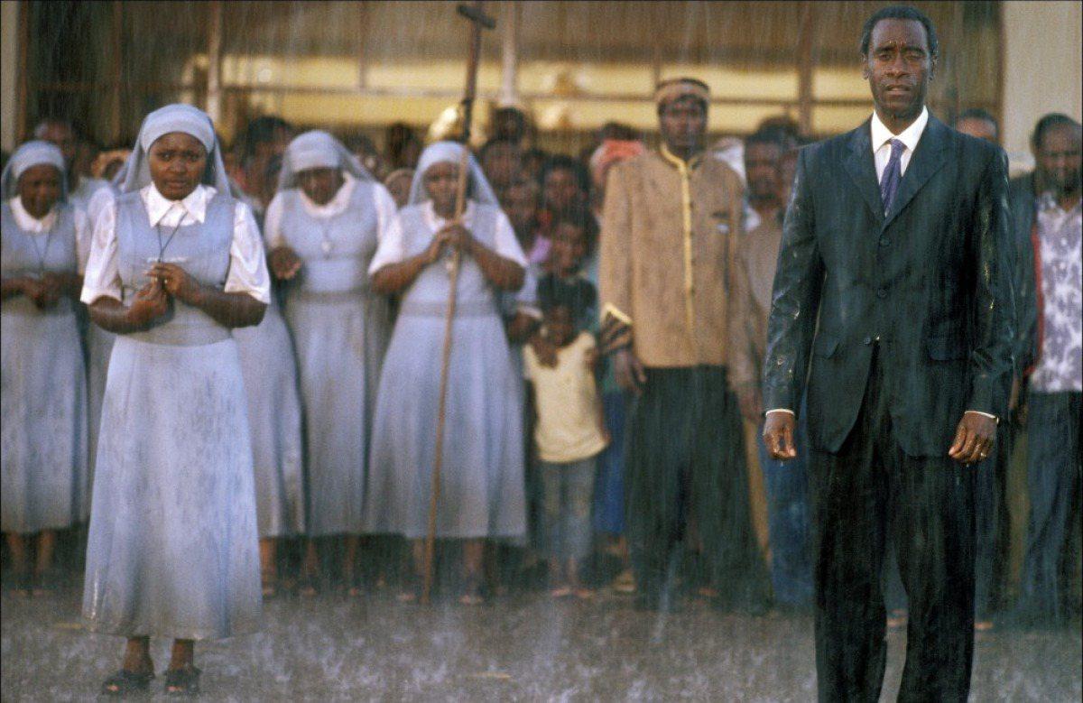 電影《盧安達飯店》電影劇照。