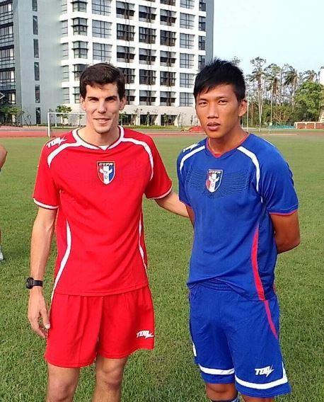 中華男足新聘來自西班牙的歐亞內德(左)擔任體能教練。圖/中華足協提供