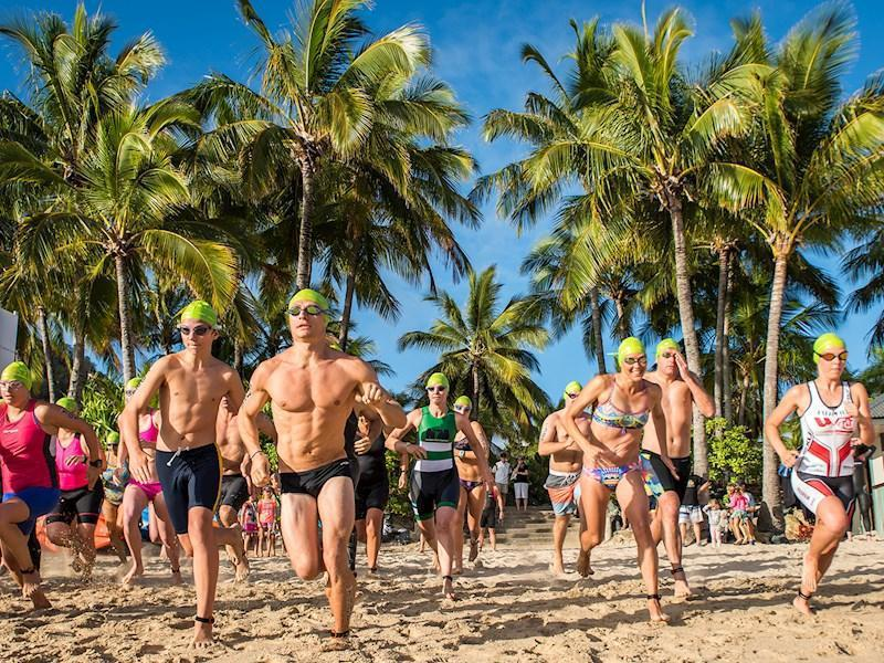 漢密爾頓島舉辦的鐵人三項賽。圖/澳洲昆士蘭州旅遊暨活動推廣局提供