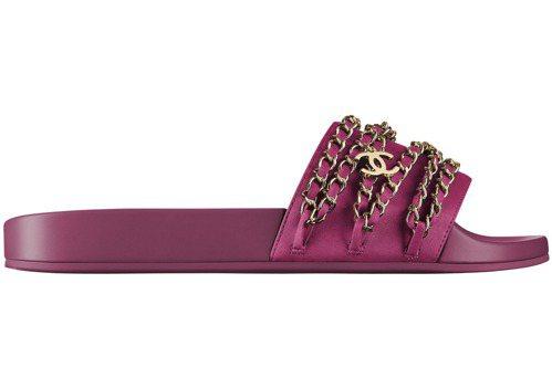 紫紅色皮穿鍊造型拖鞋,20,700元。圖/香奈兒提供