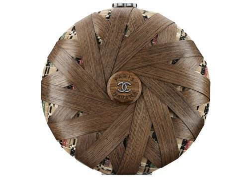 多彩斜紋軟呢裝飾木質晚宴包,26萬6,000元。圖/香奈兒提供