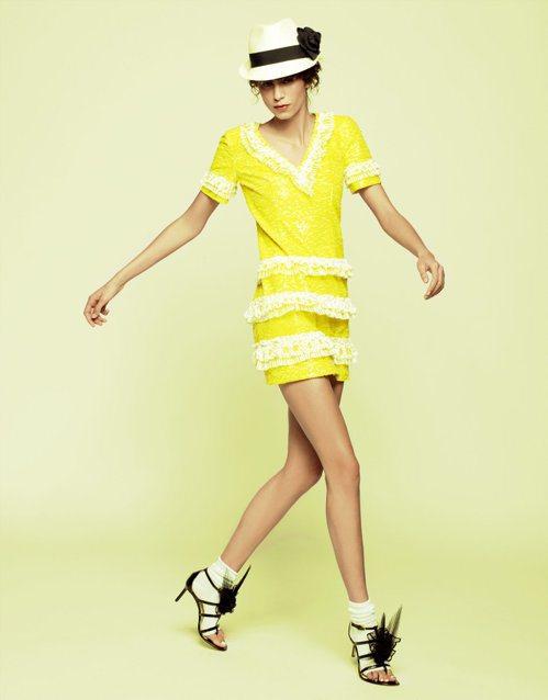 亮彩亮片洋裝充滿熱帶島嶼風情。圖/香奈兒提供