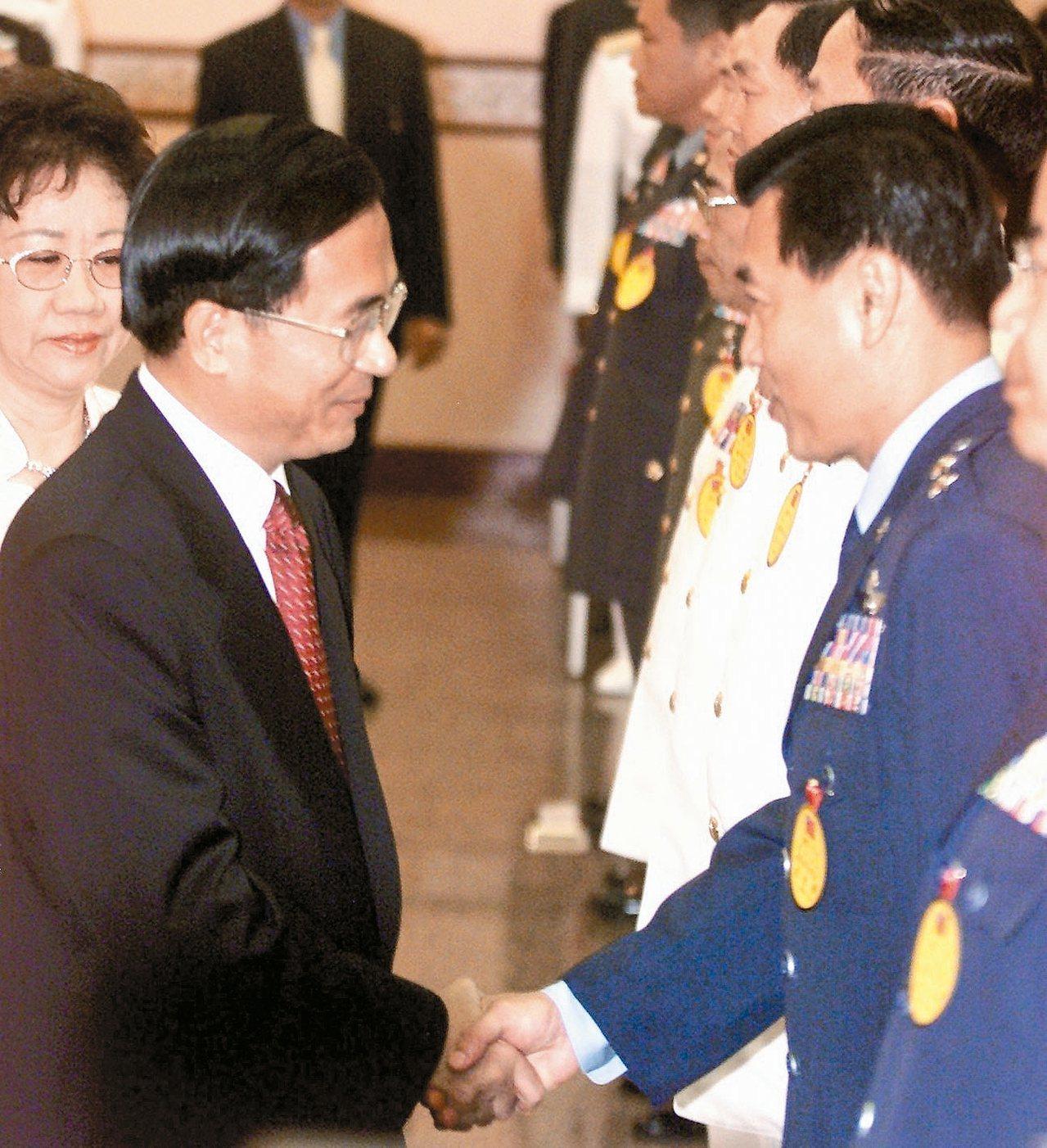 曾任陳水扁總統侍衛長、空軍司令的彭勝竹,將出任國安局長。圖為九十一年度將官晉任典...