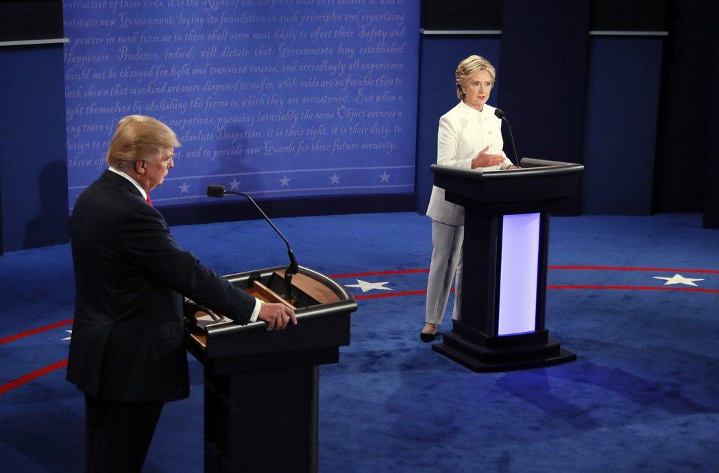 美國民主、共和兩黨總統候選人最後一次辯論登場。 美聯社