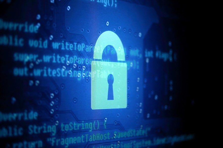 小至運動手環,大至智慧冰箱都有可能變成駭客的武器,網路安全的一戰可謂草木皆兵。(...