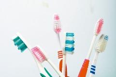 我的經驗/大刷頭刷不到深處 牙刷還是小的好