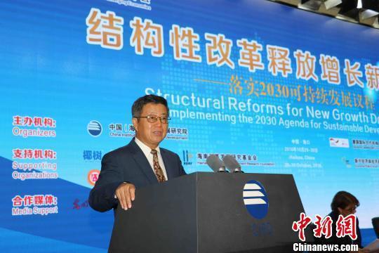 中國(海南)改革發展研究院院長遲福林29日在海口發表專題演講。(中新網)