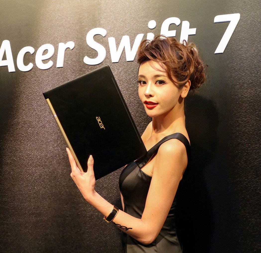 宏碁Swift 7為目前最輕薄的13.3吋筆電。記者史榮恩/攝影