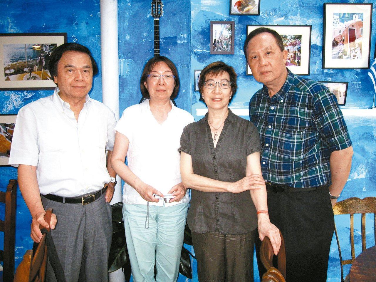 2011年何政廣(左起)與王庭玫、李渝、張錯合影。 張錯/圖片提供