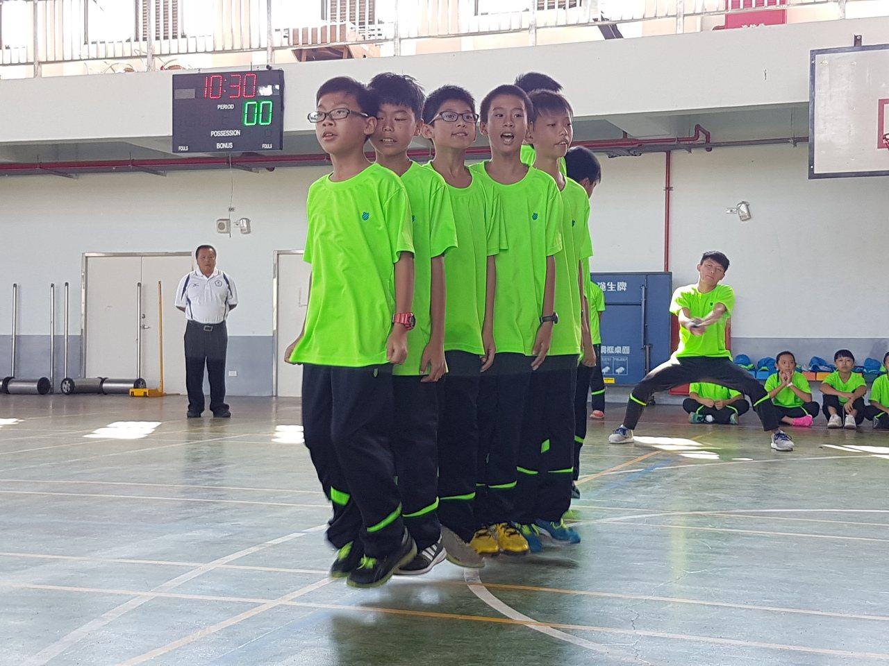 竹林國小跳繩隊男子組獲得全民運動會團體賽亞軍。記者吳佩旻/攝影