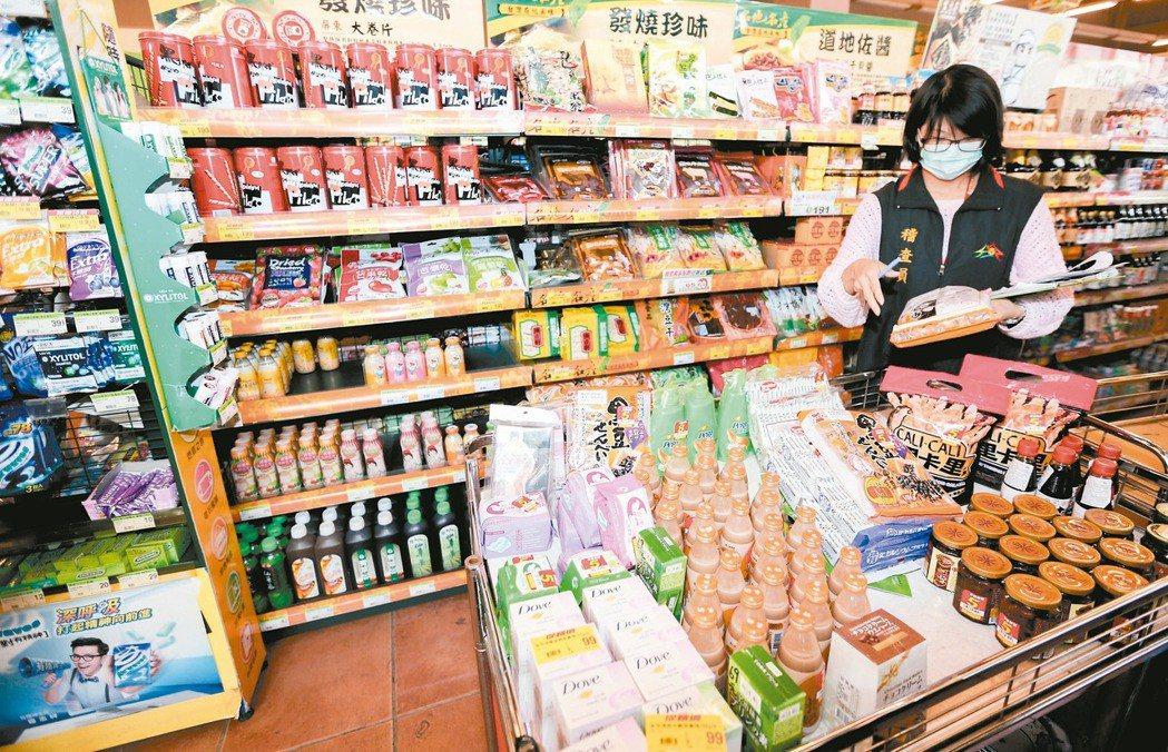 蔡政府主張開放日本福島核災區食品進口,今起三天將連辦十場「日本食品輸台公聽會」。...