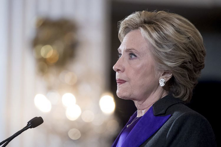 希拉蕊.柯林頓選舉落敗後發表演說。 美聯社