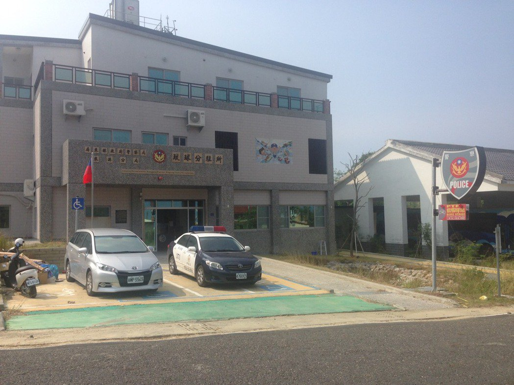 全新的琉球分駐所員警已進駐啟用,就位於鄉公所附近50公尺處。圖/東港警分局提供