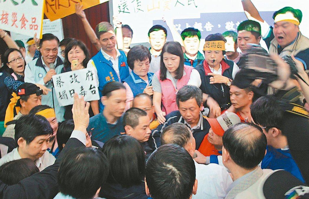 台中榮總召開公聽會,也一度發生肢體衝突。 記者蘇木春/攝影