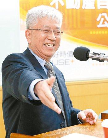 台北市前副市長張金鶚(圖)今(15日)表示,自己擁有的三間房子持有稅,今年總共才...
