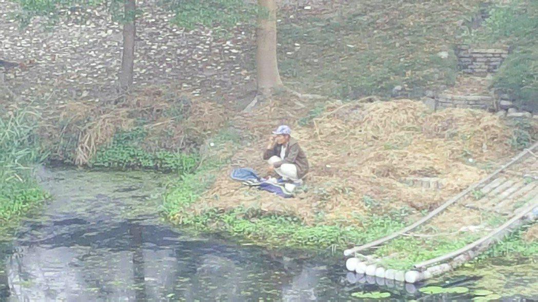 真理大學台南麻豆校區舉辦「摸魚我最行」活動,廣邀各方好手來「摸魚」。圖/真理大學...
