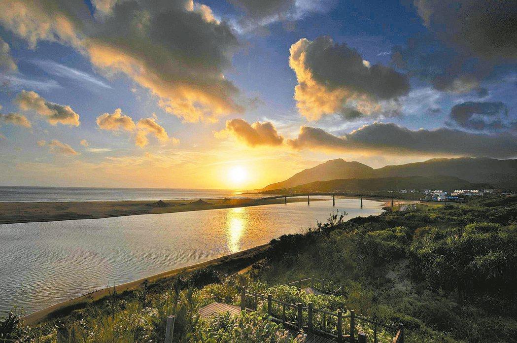連續8年一銀主辦的新年福隆沙灘迎曙光活動,已成不少北台灣民眾回憶。 圖/東北角風...